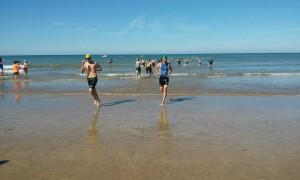 Un triatlón acompañado por un clima ideal promociona Chipiona y sus playas