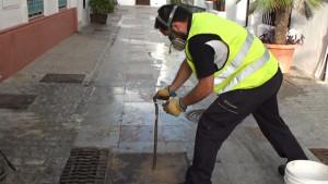 El Ayuntamiento realiza la campaña de desinsectación y desratización previa al verano