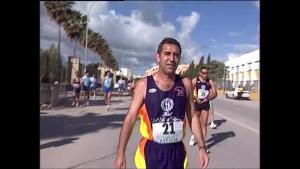 El atleta local Paco Guisado hace historia terminando su medio maratón número cien
