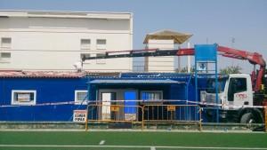 Avanza la sustitución de los techos de los vestuarios del campo de fútbol municipal