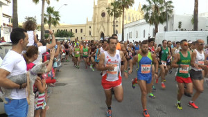 200 atletas participan en unos Diez kilómetros Correplayas que vuelven a mostrar la fisonomía más turística de Chipiona
