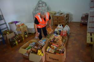 """Cruz Roja Española recoge 340 kilos de alimentos en la campaña """"Por una dieta rica en solidaridad"""" en Chipiona"""