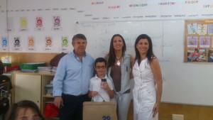 """La Diputada de Igualdad entrega al alumno Daniel Ruiz Cabo su premio del certamen """"Mi familia Igualitaria"""""""