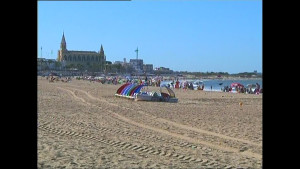 Chipiona inicia la temporada veraniega con tres banderas Q de Calidad Turística en sus playas(Chipiona)