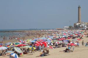 El retraso de las contrataciones por parte de Caepionis para el refuerzo en playas ha demostrado la falta de previsión del PP, suponiendo muchas molestias y pérdidas de jornadas de trabajo para los inscritos en las bolsas de empleo.