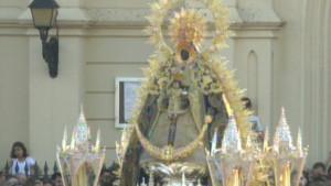 La procesión de la Virgen de Regla volvió a llenar de esplendor las calles de Chipiona