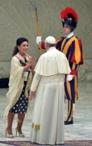 María José Santiago cantó al Papa Francisco en el Vaticano
