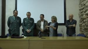 La Guardia Civil entrega un cheque solidario a la Asociación AFA Chipiona a través de la recogida de tapones de plástico