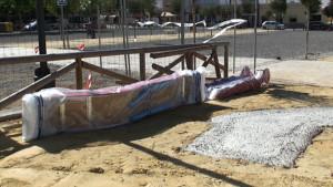 Comienza la instalación del parque infantil de Poeta Miguel Hernández financiado por Diputación