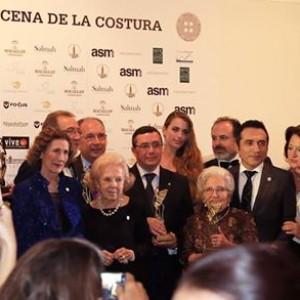 La II Cena de la Costura, organizada por el Gremio de sastres y modistas de Sevilla, celebró el pasado viernes sus premios, botones de oro y nácar en el Círculo Mercantil de Sevilla con más de 160 asistentes.