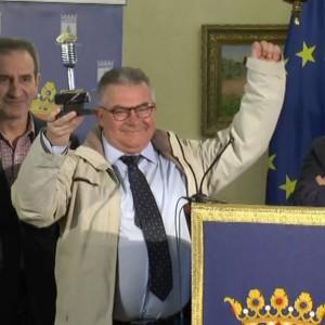 Juan Mellado Poza recibe un merecido homenaje de Chipiona por sus 30 años de entrega al magisterio y el periodismo