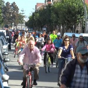 La gran fiesta ciclista de Chipiona sirve para reivindicar a la Junta el carril bici acordado