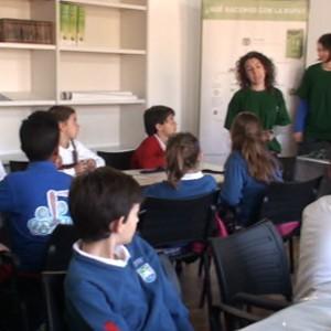 """Escolares de Chipiona participan en la muestra """"Expresando conocimiento"""" incluida en las actividades del centro del Camaleón."""