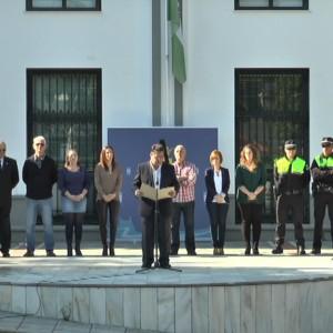 Chipiona se suma a los actos de rechazo hacia los atentados ocurridos en París.
