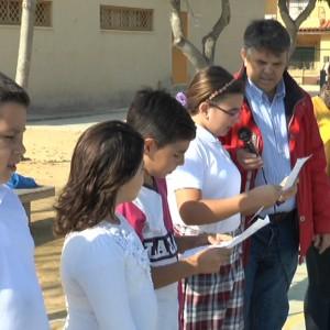Alumnos del Colegio Príncipe Felipe conmemoran el Día de las Víctimas de Accidentes de Tráfico con un manifiesto y suelta de palomas