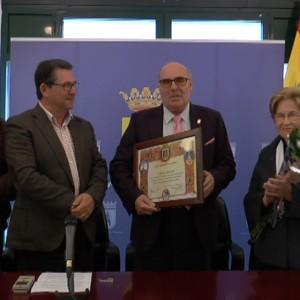 Chipiona reconoce a Francisco Alfaro su labor durante 21 años para los vecinos de Valdeconejos, La Jara y Montijo