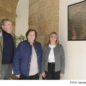 Dos nietos de Ricardo Pardeza, vicepresidente de Diputación en 1936, agradecen a Irene García el homenaje a la comisión gestora republicana
