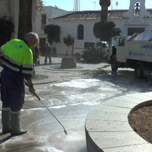El Ayuntamiento de Chipiona incorpora una nueva maquinaria para la limpieza integral de los acerados de la localidad