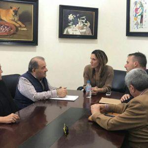 Isabel Jurado se reúne con Jarife y Cans para estudiar la situación del litoral chipionero