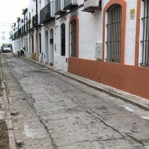 El Ayuntamiento de Chipiona comienza la rehabilitación de la calle Padre Jesús Cautivo mediante el Plan Invierte 2017
