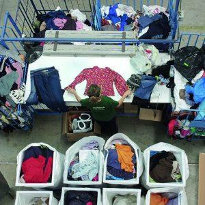 Humana recupera 26 toneladas de ropa usada en Chipiona para darles un fin social