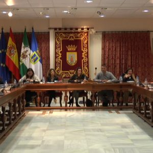 El pleno del Ayuntamiento de Chipiona aprueba todas las propuestas de la primera sesión de 2018, excepto una que queda sobre la mesa