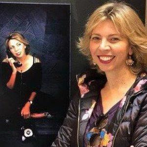 Marina Bernal en la exposición de Maria José Carmona en el ayuntamiento de Sevilla