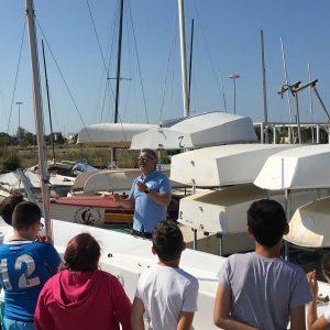 Más de 700 alumnos de Chipiona se acercan desde hoy a los deportes náuticos a través del programa municipal de vela escolar