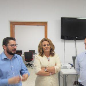 Elena Amaya visita el Guadalinfo de Trebujena para conocer su actual propuesta formativa