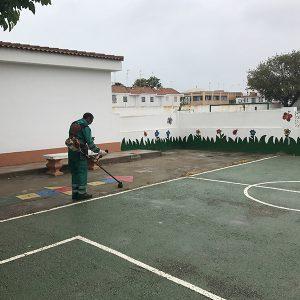 Labores de mantenimiento y conservación en los centros escolares de de Chipiona de titularidad municipal