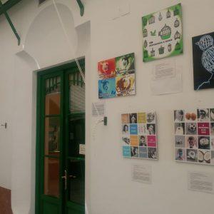 El Edificio Las Palmeras acoge una exposición que muestra la igualdad entre hombres y mujeres en la educación de adultos