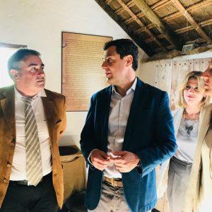 Juanma Moreno visita la Cooperativa Católico Agrícola y muestra su compromiso con el sector agroalimentario como motor de la economía andaluza