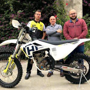 El piloto Víctor Rodríguez presenta su nueva moto y su nuevo equipo, el MRT, para la nueva temporada que comienza en marzo con el inter provincial