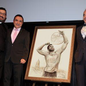 Foto junto al arciprete y padre de Pablo Ráez