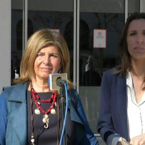 La responsable de Salud de la Junta en Cádiz, Isabel Paredes, concreta un plan de trabajo para mejorar la atención sanitaria en Chipiona