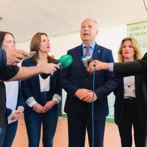 El consejero de Educación visita el colegio Los Argonáutas y califica su situación como una prioridad a la que se va a dar una respuesta