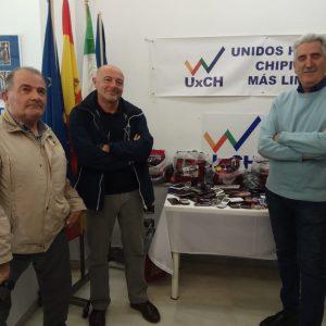 Unidos por Chipiona hace entrega al CANS de los teléfonos móviles en desuso recogidos hasta ahora en su campaña