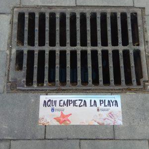 Una nueva campaña trata de concienciación para evitar que se vierta agua sucia y otros residuos a la red de pluviales de Chipiona
