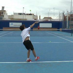 Tres jóvenes deportistas locales obtienen la titulación de instructor animador de tenis