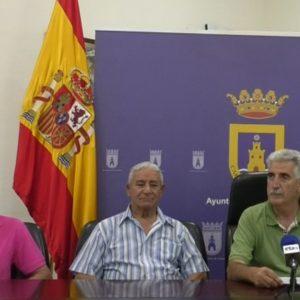 El alcalde de Chipiona mantiene un encuentro con la Asociación de amigos del pueblo saharaui y la niña acogida este verano