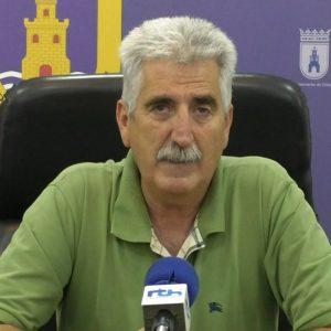 Luis Mario Aparcero pide la colaboración de comerciantes y hosteleros para mantener limpias las zonas de veladores y aledaños