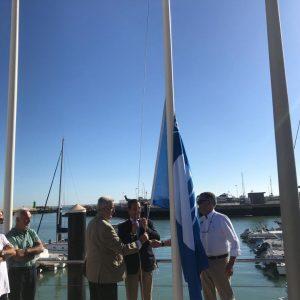 La Bandera Azul de los Mares Limpios de Europa ondea un año más en el puerto deportivo de Chipiona