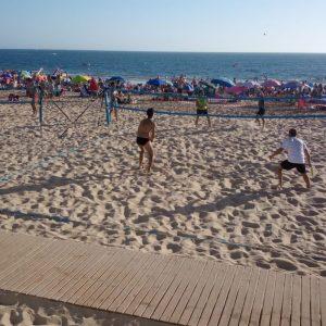 El tenis playa presenta sus credenciales para convertirse en un importante referente deportivo en las playas chipioneras