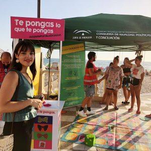 La campaña 'Te pongas lo que te pongas' previene contra las enfermedades de transmisión sexual en la playa de Regla