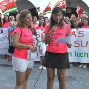 Una concentración reclama a la Junta la continuidad de las trabajadoras de la Escuela Infantil Rocío Jurado