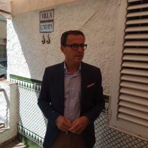 El presidente de la Diputación de Badajoz ha visitado la vivienda donde  disfrutan del verano chipionero personas con discapacidad intelectual