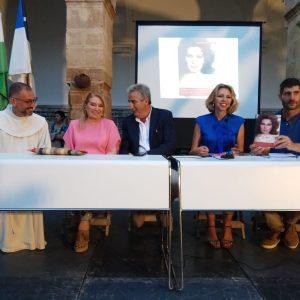 El Santuario de Regla acogió la presentación de 'Canta, Rocío, canta', el libro de Marina Bernal que da luz al perfil humano de Rocío Jurado