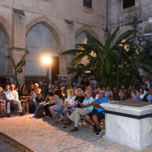 El Claustro del Santuario de Regla del siglo XV, epicentro de la vida de Rocío Jurado.