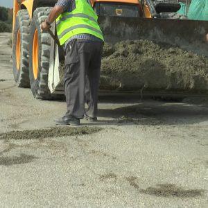 El Ayuntamiento de Chipiona realiza obras de reparación en el camino del Abulagar