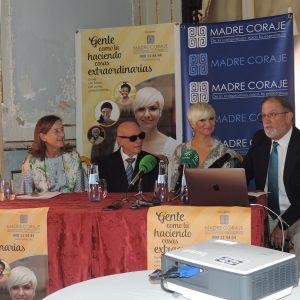 Pasión Vega presenta en el Casino Gaditano la campaña 'Gente como tú haciendo cosas extraordinarias' de Madre Coraje